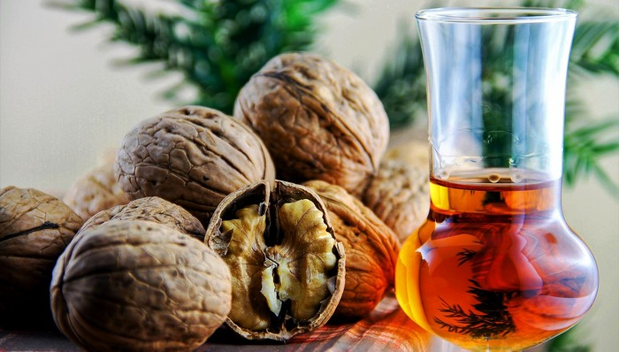 orechový likér recept