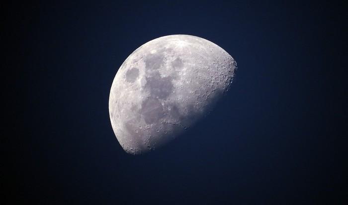 vplyv a sila mesiaca