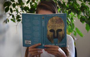 kniha Spev o Achillovi
