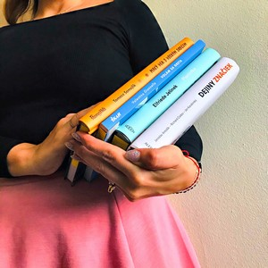 čitateľka a knihy