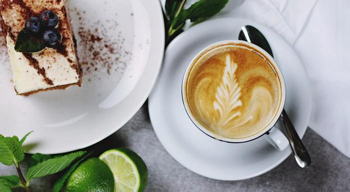 názov kávy flat white