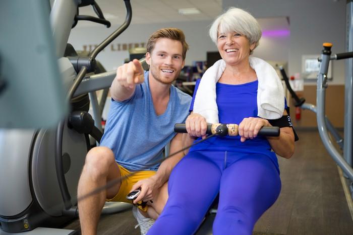 zásady cvičenia na veslovacom trenažéri pre seniorov