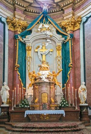 Bazilika Sedembolestnej - hlavný oltár.