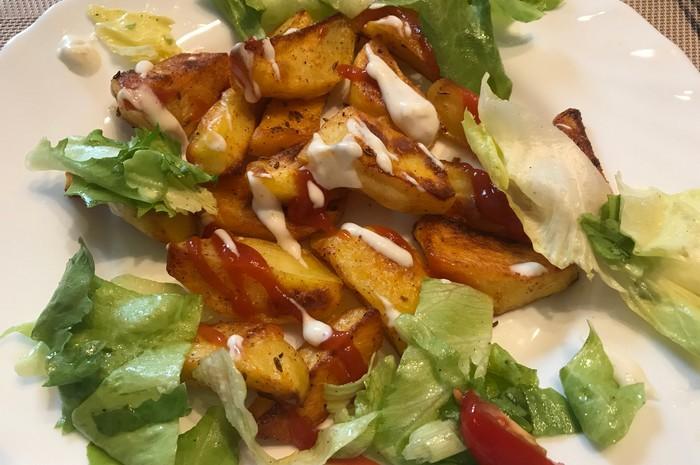 pečené zemiaky so šalátom