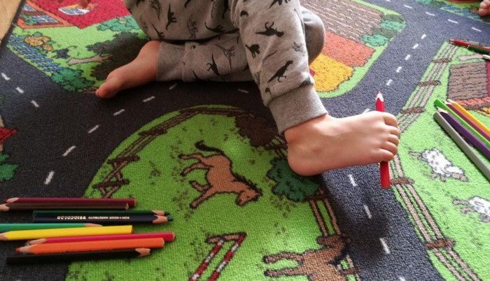 ploché nohy - cvik prekladanie pasteliek