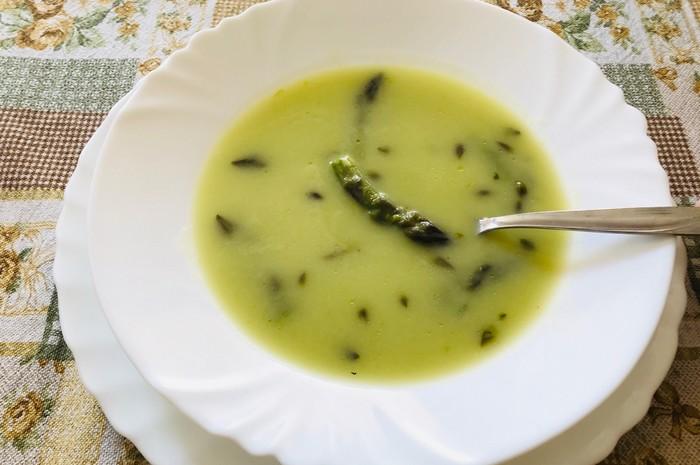 špargľová polievka recept
