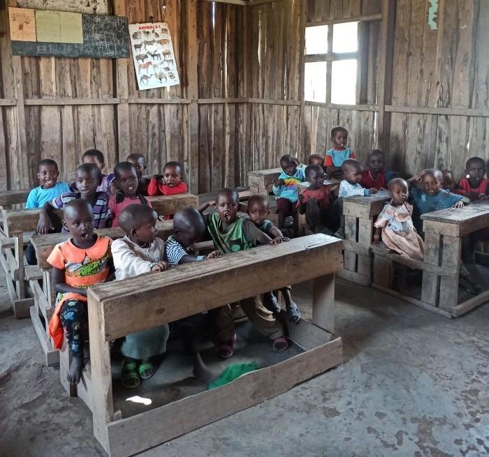 Keňa, v škole u Masajov