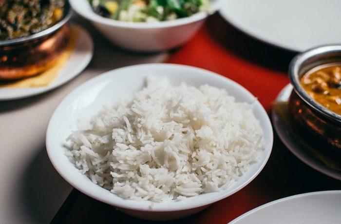 ryža na tanieri