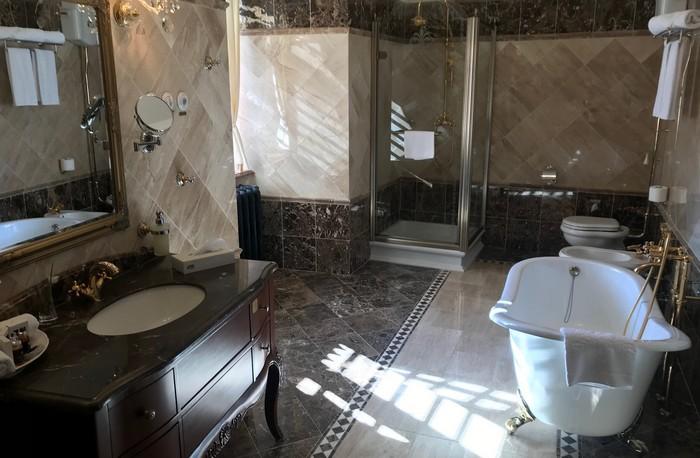 Haličský zámok - apartmán, kúpeľňa