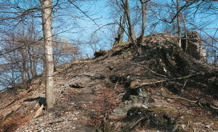 Zabudnuté hrady Malých Karpát - starý pezinský hrad