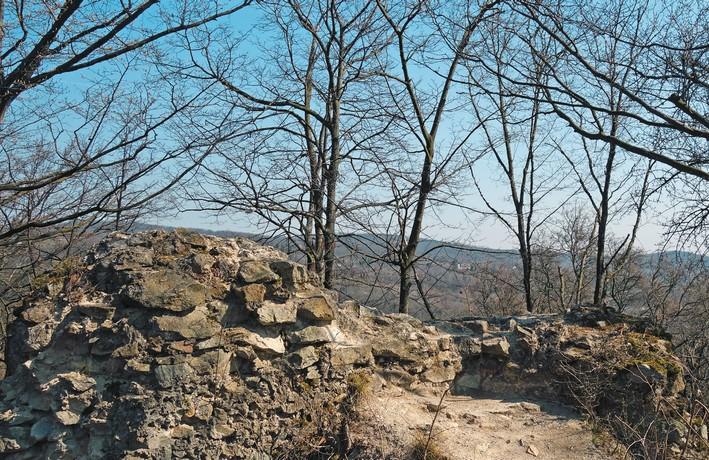 zabudnuté hrady Malých Karpát