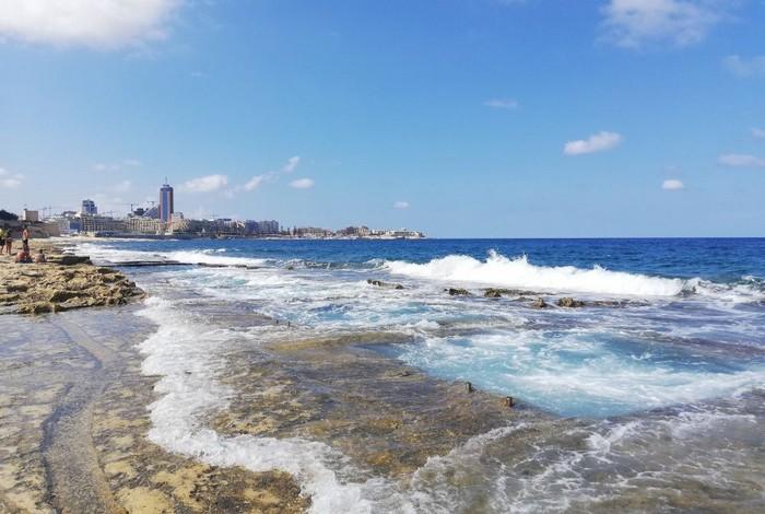 Malta Fond Ghadir Beach a prirodné jazierka