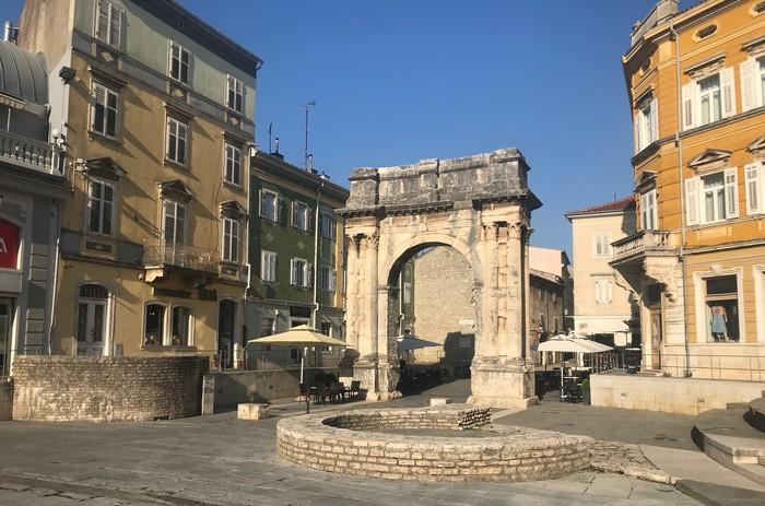 Víťazný oblúk Sergijevcov- Zlatá brána. Pula, Istria
