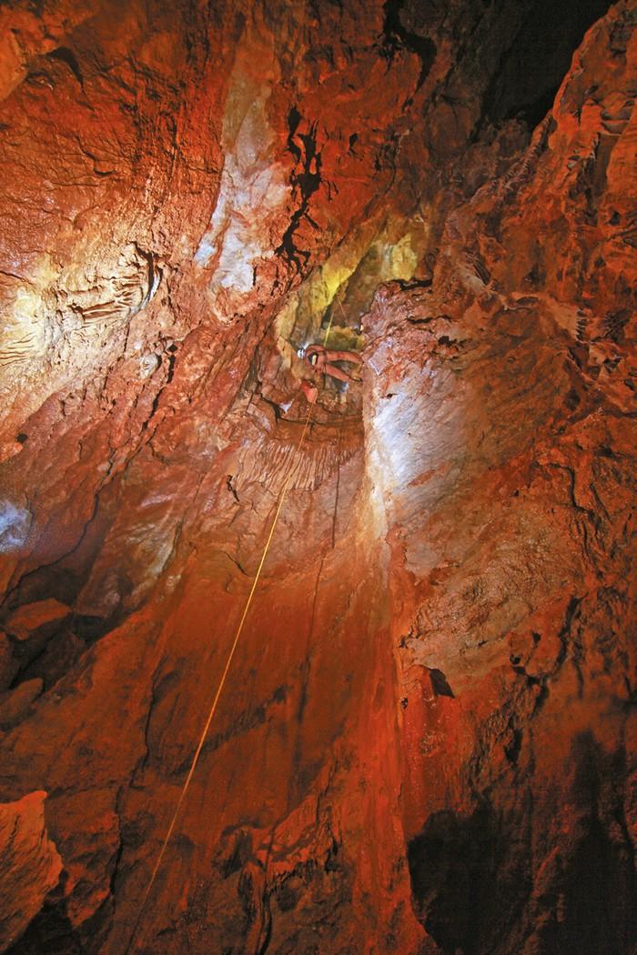 Priepasť v Beňovej medvedej jaskyni (Strážovské vrchy)