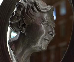busta Agatha Christie