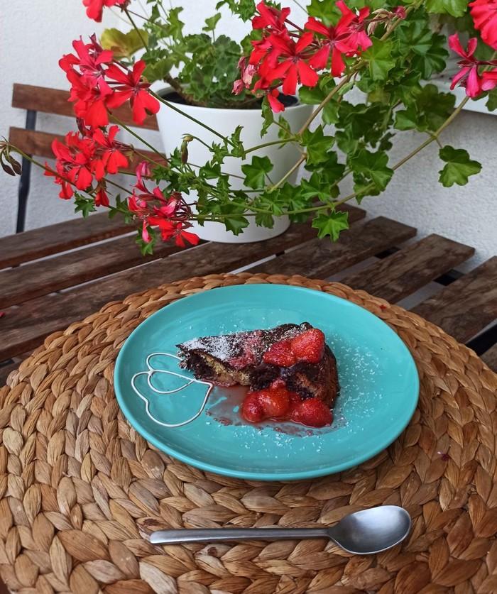 recept na kokosový koláč s chia a ovocím