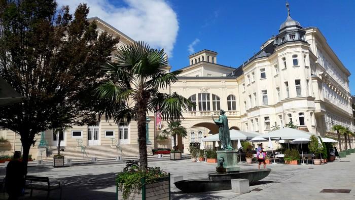 Baden - Námestie pred Mestským divadlom