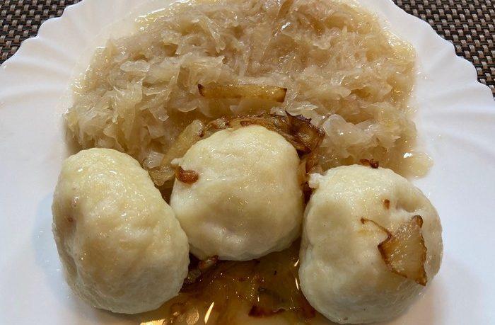 recept na zemiakové guľky s údeným mäsom a kyslou kapustou