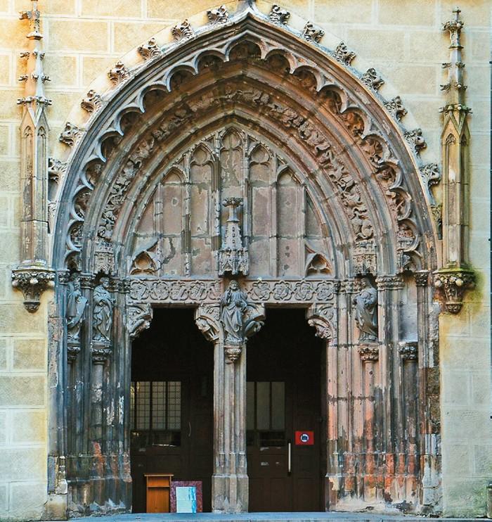 gotická brána Hronský Beňadik