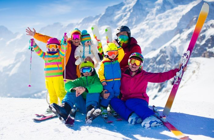 celá rodina lyžuje