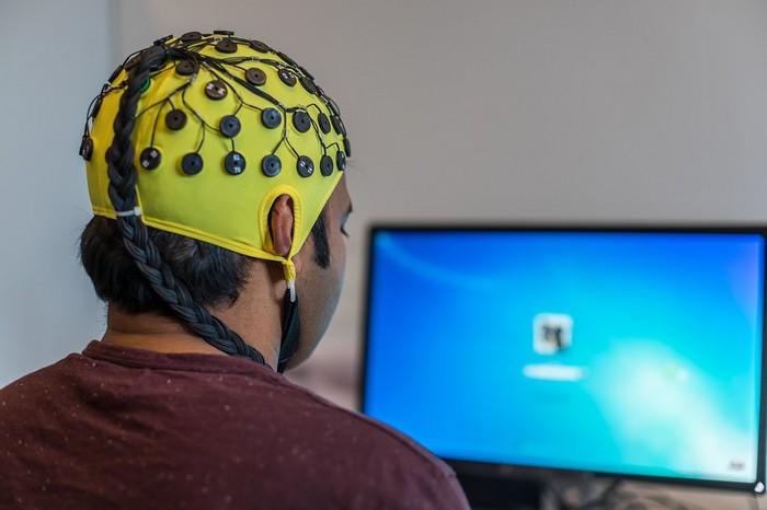 ako sa mozog s nami zahráva