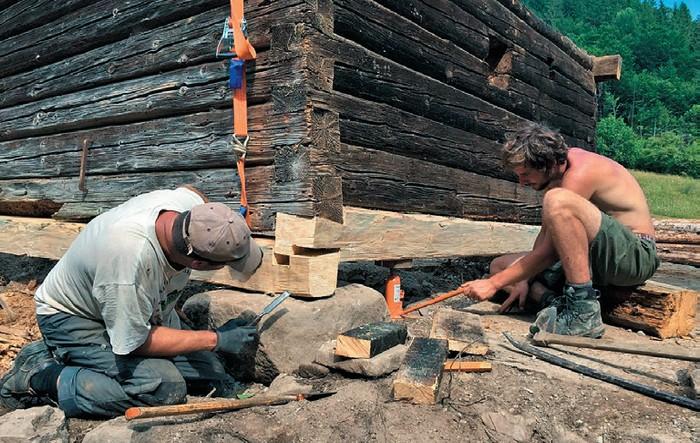 Výmena základových brvien na salaši v Hrochoťskej doline (2019)