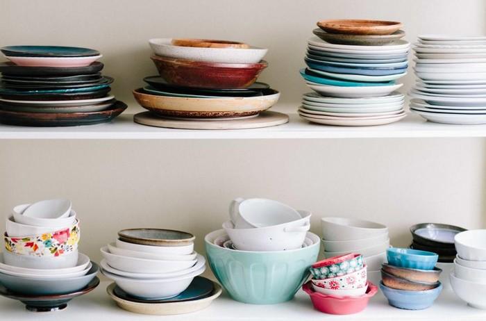 poličky v kuchyni - ako často meniť veci v domácnosti