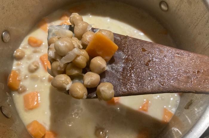 hustá polievka z cíceru a batatov