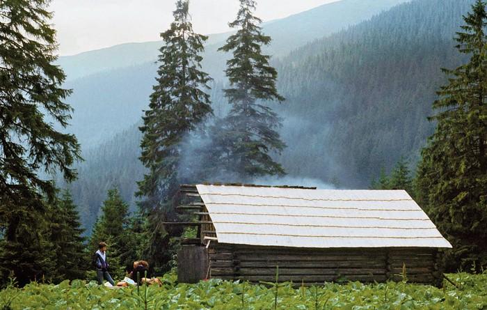 Výmena strechy na salaši v Jamníckej doline (1984)