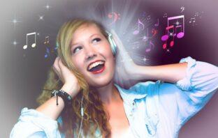čo dokáže poškodiť sluch?