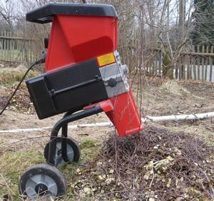 mulčovanie pôdy - dôvody a tipy stroj