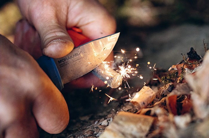 kresadlo na založenie ohňa v prírode