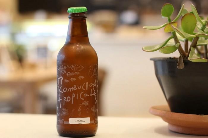 kombucha nápoj vo fľaši