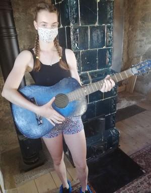 s gitarou