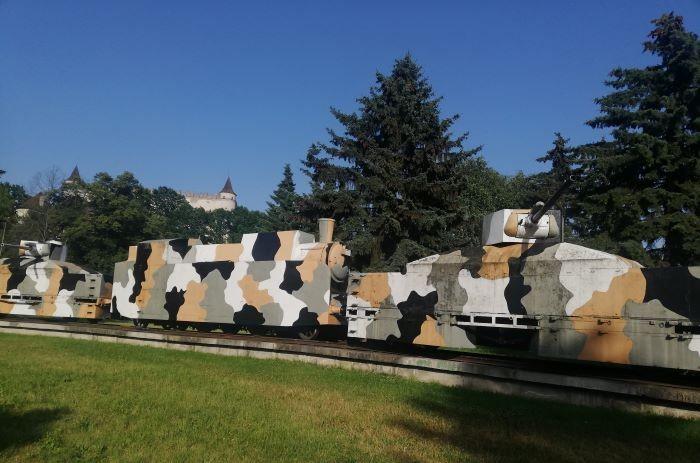 Pancierový vlak Hurban pri hrade Zvolen