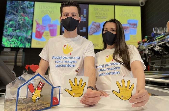 nalepovacie ručičky pomáhajú deťom
