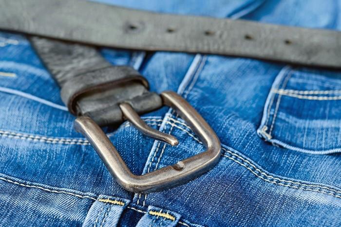 remeň a chemikálie v oblečení