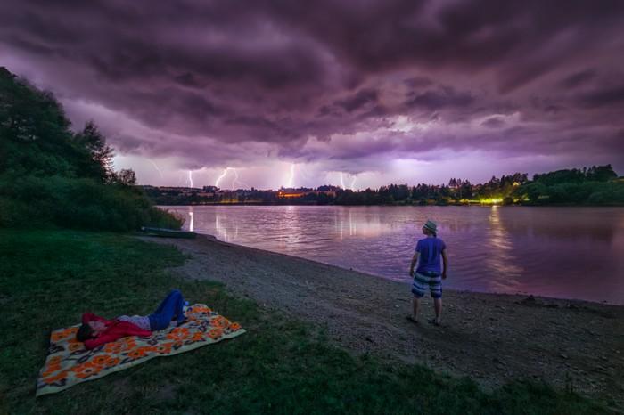 prichádza búrka