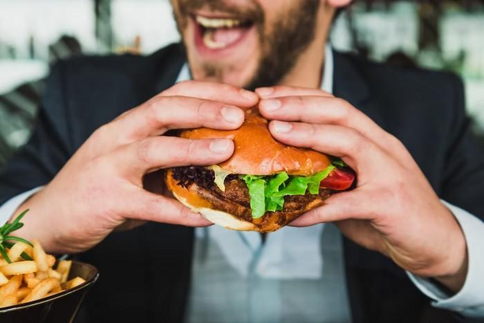 vlčí hlad a hamburger