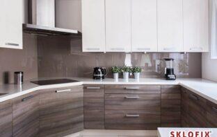 sklenené zásteny v kuchyni