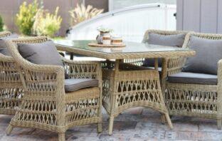 ratanový nábytok stôl