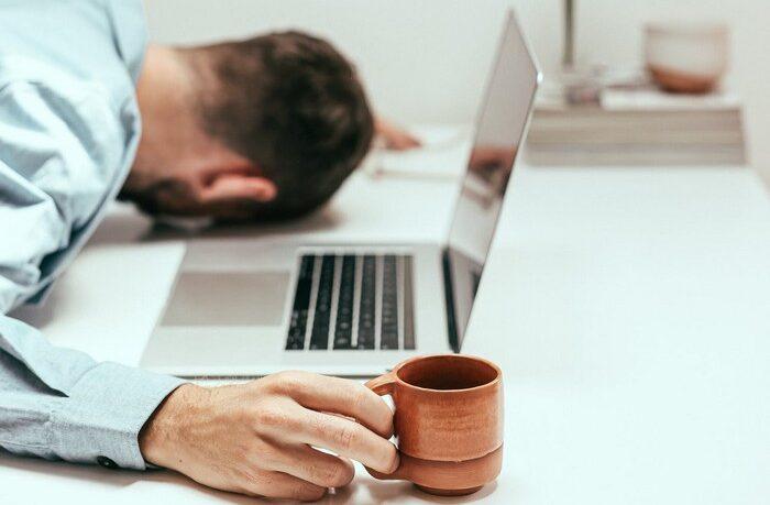 unavený a bez energie